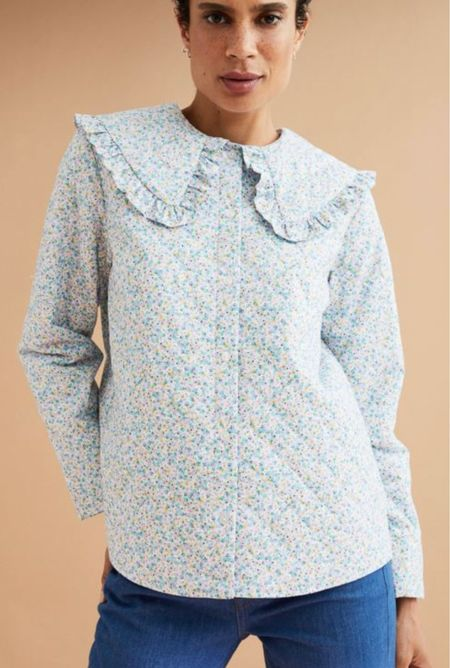 I can't get over this adorable floral quilted jacket with an oversized color!