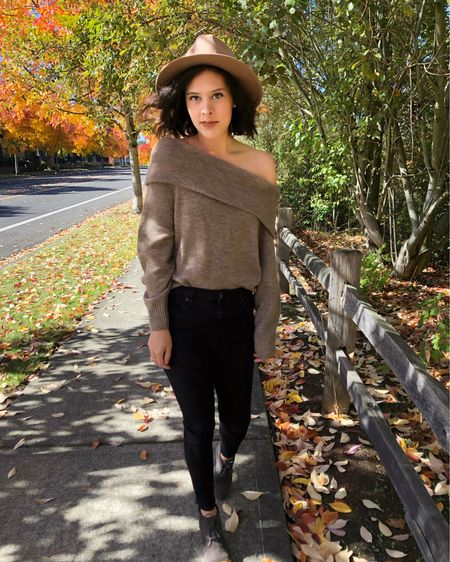 Cozy chic fall style 🍂 I love off the shoulder sweaters for fall, and I linked this one and several similar options in the @liketoknow.it app. I also linked similar fedoras, which are so perfect for fall 🤎 #liketkit #LTKunder100 #LTKstyletip http://liketk.it/2Y7ZD #FallFashion #CasualChic #Cozy #Fedora