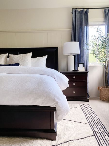 California Casual Master Bedroom Neutral, Serene Bedroom, Bedroom Decor and styling, by Peggy Haddad Interiors http://liketk.it/2VCtr #liketkit @liketoknow.it    #StayHomeWithLTK #LTKhome