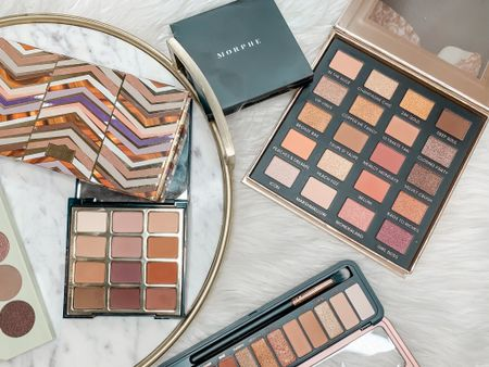 Who doesn't love a good eyeshadow palette!?! On the blog today I shared a roundup of some of the best natural palettes...great for experts or beginners!    Personally, I haven't been wearing much makeup recently...but I do love a good palette that has it all!   What is your current go-to eyeshadow palette?   ✨How to shop this picture:✨ 1️⃣Download the @liketoknow.it app and take a screenshot of this pic or just search for @beautywithlily & follow me 🌸 2️⃣ or insert this link in your browser 👉🏻 http://liketk.it/2TfCY  3️⃣ or...DM me for links 💕   #beautywithlily #liketkit #LTKbeauty #LTKunder100