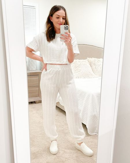 """Obsessed with this two piece set that's perfect for springtime! Wearing a size 4 and I'm 5'3"""" and 120lbs for reference 💕 http://liketk.it/39dAg #liketkit @liketoknow.it #LTKSeasonal"""
