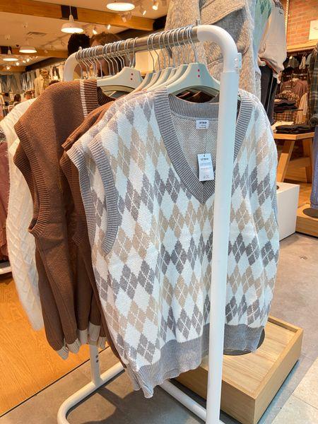 Oversized argyle tunic v-neck sweater vest, neutral, fall fashion trend, fall tops, fall style   #LTKSeasonal #LTKunder50 #LTKstyletip