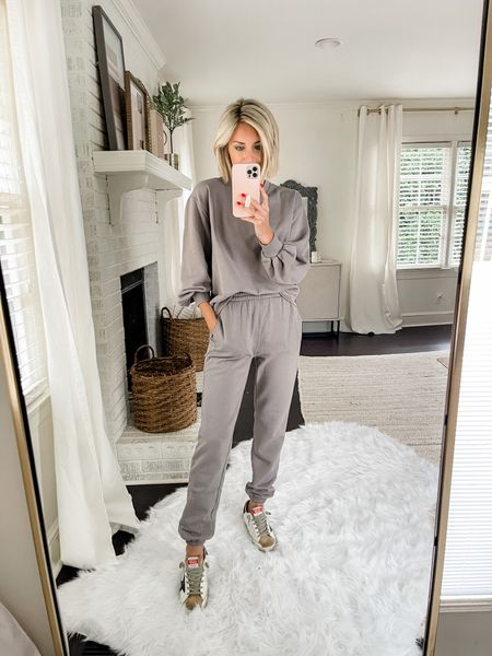 This cozy Abercrombie crew neck sweatshirt pairs perfectly with these banded sweatpants!   #LTKstyletip