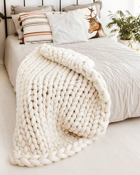 Cozy chunky knit throw blanket - comes in lots of colors and under $35!!  Gift Guide for Her Christmas decor Christmas Gifts   http://liketk.it/31iUp #liketkit @liketoknow.it #StayHomeWithLTK #LTKhome