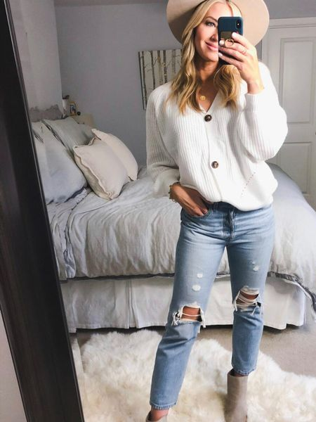 The perfect white sweater that goes with any pant http://liketk.it/3hv76 #liketkit @liketoknow.it #LTKunder50 #LTKstyletip #LTKshoecrush Download the LIKEtoKNOW.it shopping app to shop this pic via screenshot