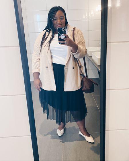 Plus-size pleated skirt, white tee and oversized blazer   #LTKstyletip #LTKeurope #LTKcurves