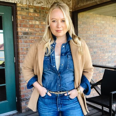 I'm Canadian and I like tuxedos. This chambray top isn't quite a #hocspring wash but I paired with enough other pieces in my for pallet tha I love the result. #houseofcolour #jcrewstyle