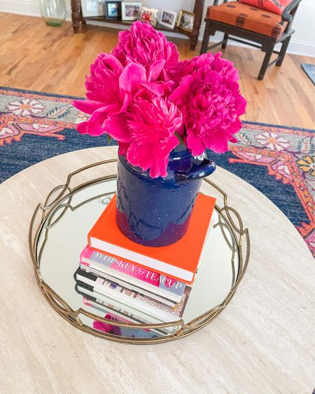 Just something about fresh cut flowers 🥰 Jacob got these from our yard yesterday and they're just so pretty 💓 Do you guys like decorating with fresh cut flowers?! I think they're so pretty 🌸 Shop coffee table details here 👉🏻 http://liketk.it/3eyFa @liketoknow.it #liketkit #LTKhome   #homedecor #coffeetablebooks #coffeetable