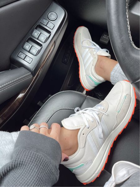True to size. Women's sneakers. Insanely comfortable and super cute colors! Amazon find