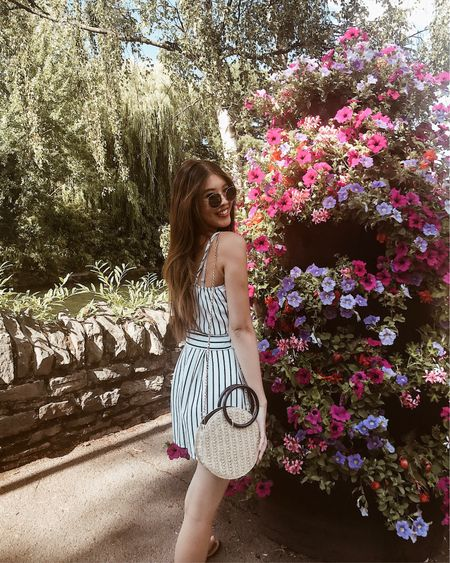 Like bees to the honey🌸 🐝 am totally not ready to give up summer for fall😐  @liketoknow.it #liketkit http://liketk.it/2Ccre