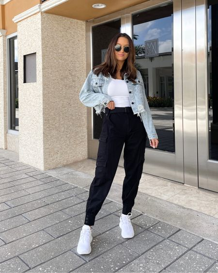 These joggers are a game change thanks @windsorestore 🤩 Linked this whole outfit on @liketoknow.it http://liketk.it/38JaP #liketkit #windsor #windsorambassador #casualstyle #todayslook