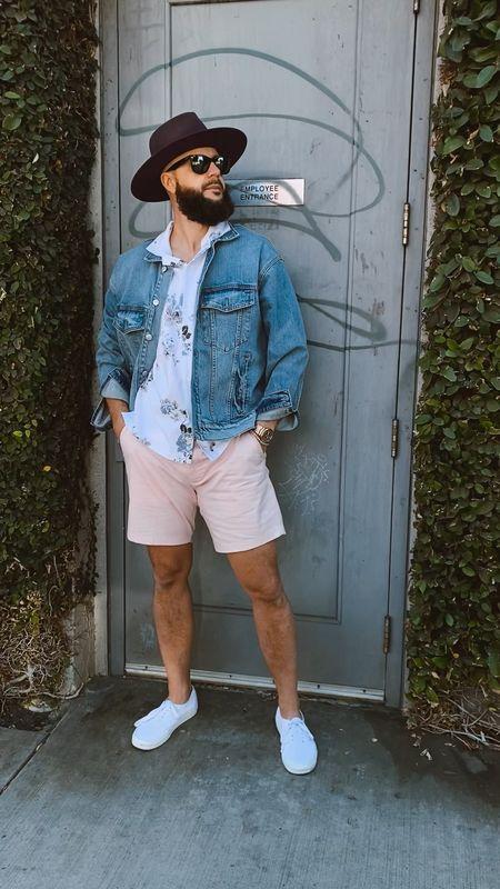 Simple but yet classy casual men's look. Shop it here 👉🏿 http://liketk.it/3aPTE    #LTKmens #LTKSpringSale #LTKtravel #liketkit @liketoknow.it   A&F, Vans, Men's Fashion, men's casual looks, summer shorts for men, Fedora, denim jackets for men, men's street wear