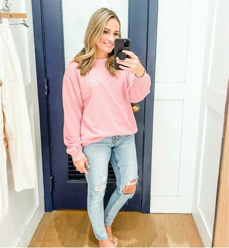 Women's oversized sweatshirt. Aerie / American Eagle. Lightweight sweatshirt. Distressed button fly jeans. Ripped jeans. Casual outfit.