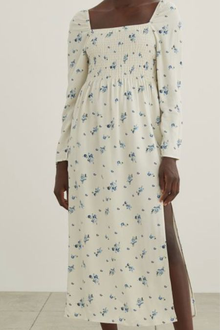 this blue and white floral dress looks like Reformation but costs a lot less!