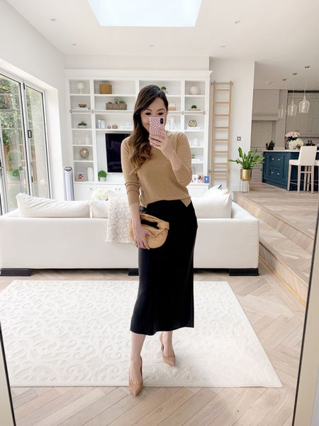 Easy elegant autumn / fall style with a black bias cut skirt, camel cashmere crewneck, Bottega Veneta Mini Jodie and simple suede mid heel pumps in a neutral colour ✨  I took a size XS in the sweater and I find the heels TTS ❤️