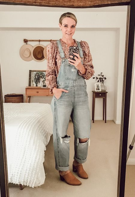 Styling vintage overalls for fall. See more at shawnaleeann.com