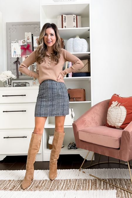 Skirt xs Top xs  Boots 5.5