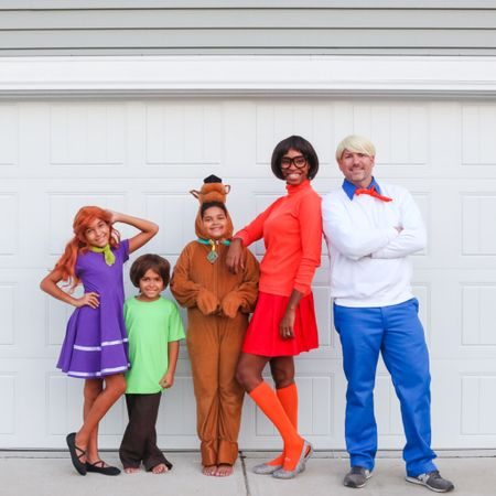Family Scooby Doo Halloween costume! We had a blast dressing as the scooby doo gang! Group costume, Halloween, Velma, Daphne, Fred, shaggy   #LTKkids #LTKfamily #LTKHoliday