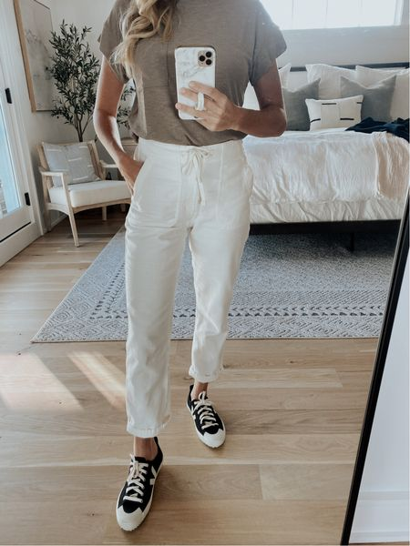 Madewell tee, j. Crew drawstring pants, fall transition, summer to fall look, fall outfit, weekend casual