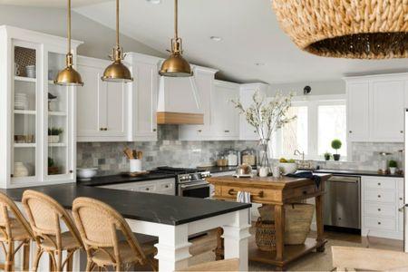 How to create a Hamptons-Style Lake Home: add lighting!  #LTKhome