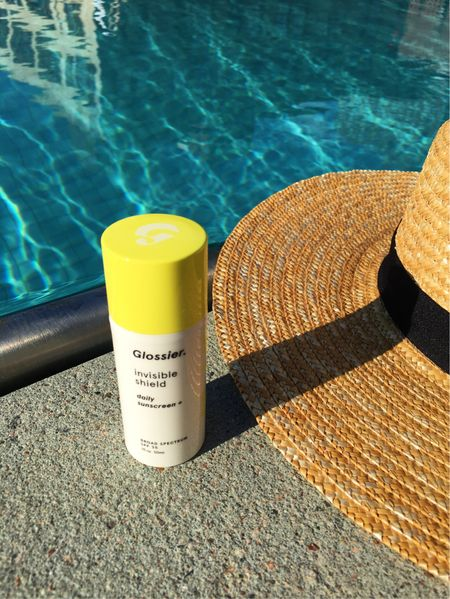 It may not feel like it but it's ☀️day, every day! Regardless if you're poolside, SPF is important and I finally found one that works for my sensitive and darker skin. No ghostly white cast 👻 or irritation! Read more on symaspeaks.com and shop using @liketoknow.it here: http://liketk.it/2sjFF #glossier #liketkit