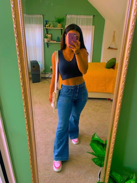 Size 8 short in jeans fits perfect & wicked comfy. Size small in the tops. My measurements is in my bio.