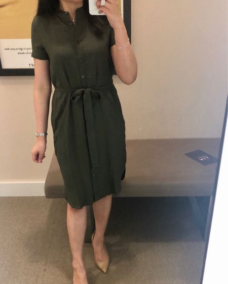 """Select dresses are $25 at LOFT today! I tried on this dress in size 00P but it fits like my usual size 0P. For reference I'm 5' 2.5"""" and currently 114 pounds. Review in the June 4th post on www.whatjesswore.com. @liketoknow.it http://liketk.it/2CnBD #liketkit #LTKsalealert #LTKshoecrush #LTKspring #LTKworkwear #LTKunder50 #LTKunder100  #loveloft"""