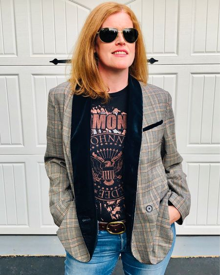 Styling a graphic tee with your blazer is always a good idea! Even when you have no idea who the band is 😜 Happy Hump Day lovelies! 💋 Shop your screenshot of this pic with the LIKEtoKNOW.it shopping app @liketoknow.it #liketkit http://liketk.it/2WI0T