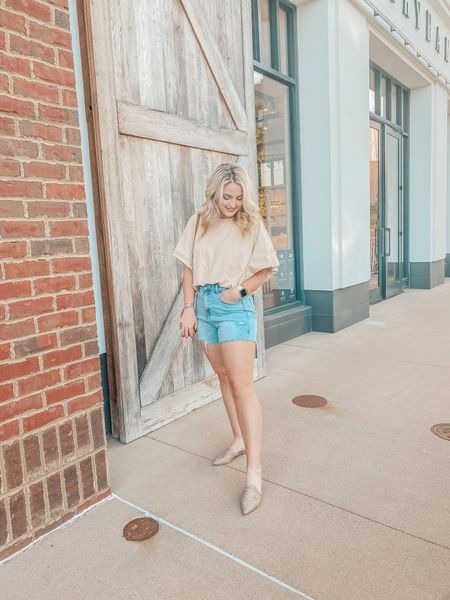 Entire outfit is from Red Dress!  Jean Shorts: 27  Top: S  Shoes: 7.5   http://liketk.it/3gUyB @liketoknow.it #liketkit #LTKshoecrush #LTKunder50 #LTKstyletip
