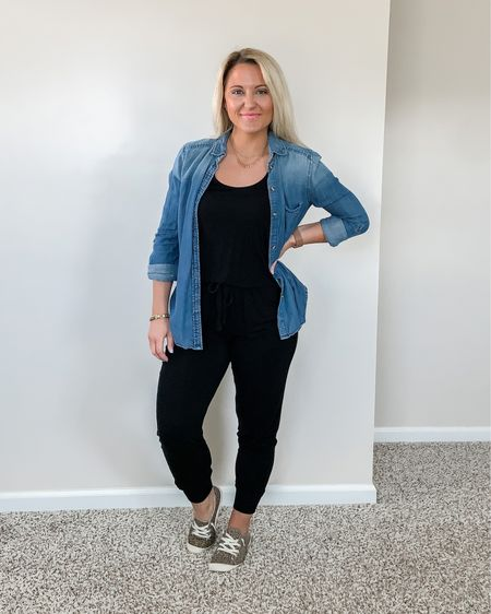 How to Style a Chambray Button Down Shirt    http://liketk.it/3bSyx #liketkit @liketoknow.it #LTKtravel #LTKunder50 #LTKsalealert