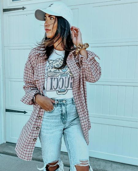 Flannels are a fall staple and this one is SO fun, the oversized fit is definitely my style & I love the hints of pink and maroon together 💕   #LTKunder50 #LTKstyletip