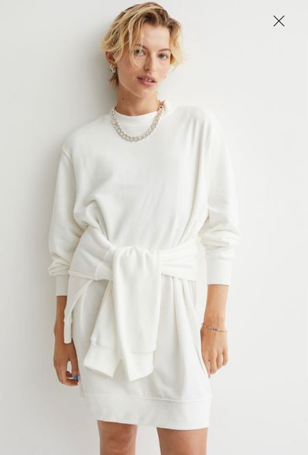 I love this adorable white sweatshirt dress that is under $20! Looks so chic for fall!