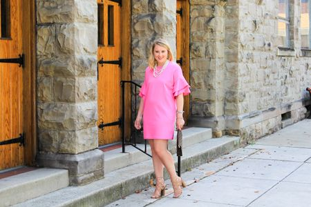 Monday calls for extra cups of coffee and touches of pink!💕 I'm kicking off Monday on #CAAB with this little pink number and I'm discussing wedding style yet again! 🤷🏼♀️ And I'm paring up some of my favorite jewels from @prepobsessed can we talk about this gorgeous pearl piece from them? Wishing you all a wonderful start to the week! ❤️ http://liketk.it/2sx9l #liketkit @liketoknow.it