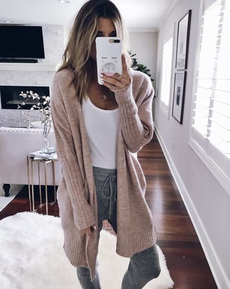 Sweats and cozy cardigans are what I live in when I'm lounging at home. 🙌🏻 This cardigan has been restocked in a few sizes. Shop my daily looks by following me in the LIKEtoKNOW.it app http://liketk.it/2t7OH @liketoknow.it #LTKunder50 #liketkit