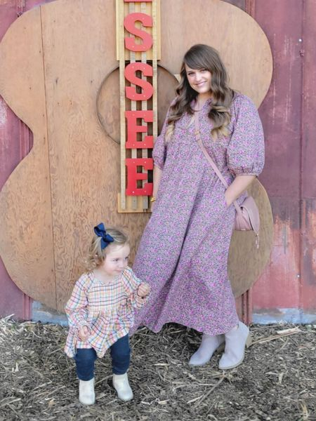 This maxi dress has been one of my most worn dresses this fall! Size down 1-2 sizes! I am in the medium!