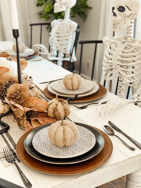 #Ad some of our new favorite #walmarthome table pretties😍😍 seriously in love with these plates and silverware and the quality is to die for 😜 @walmart