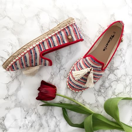 Sometimes, I imagine outfits before I even own the pieces that I'm wearing in my head. Somehow, I've been seeing blue-and-red striped espadrilles in my mind. Not even 24 hours later, I passed them 'in real life' while window shopping with my friend. Aren't they beautiful? 😍 __________ Shop these beauties (they're 30€!) by signing up with @liketoknow.it and then 'like' this picture. Or simply go to: http://liketk.it/2rmSB ✌🏻 __________ #espadrilles #shoes #flats  #newshoes #liketkit #LTKshoecrush #LTKunder50 #newin #shopping #stripes #stripedshoes #tamaris #shoppingfinds #tulip #pompoms #quasten #mexico #mexicanshoes #marble #marblefloor #whitemarble  nd