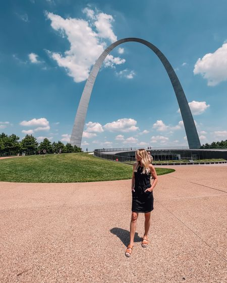 Those who guessed #StLouis on stories are CORRECT (Although admittedly this is a pretty BIG clue!!))   I'll drop hints to the next city (hint) on stories!!  This dress has been worn so many times it might start walking away. It's that comfy and cute!!   Who is from St. Louis??   ~Erin xo    http://liketk.it/3hFsV #liketkit @liketoknow.it   #LTKunder100 #LTKshoecrush #LTKtravel