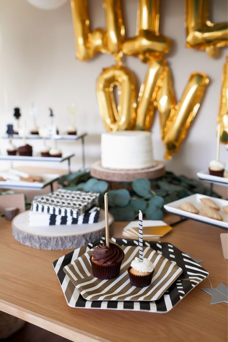 Love the extra touch the papyrus plates and napkins added to the party!