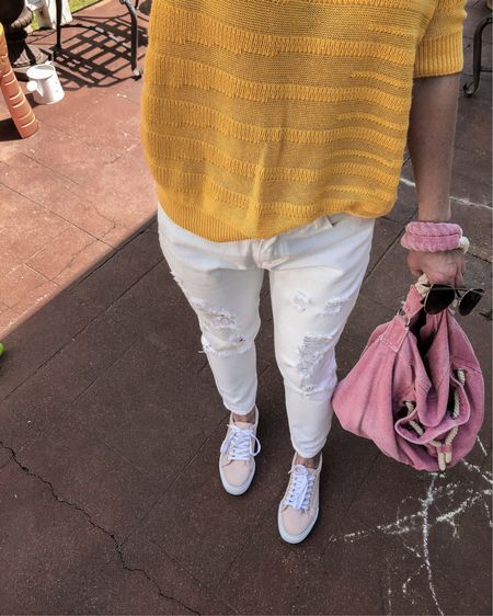 """Back in the """"white""""-game!💁🏼♀️ When I got my baby girl I just stopped wearing white🙅🏼♀️ Or let's just say I started wearing sweatpants and shorts most of the time🤦🏼♀️ Now when she all grew up I can afford something different than just """"easy-wearing moms uniform"""" but I'm still coming back to casual style with no heels or tons of accessories🤷🏼♀️ And I feel great👌🏻 http://liketk.it/2C3xn #liketkit @liketoknow.it"""