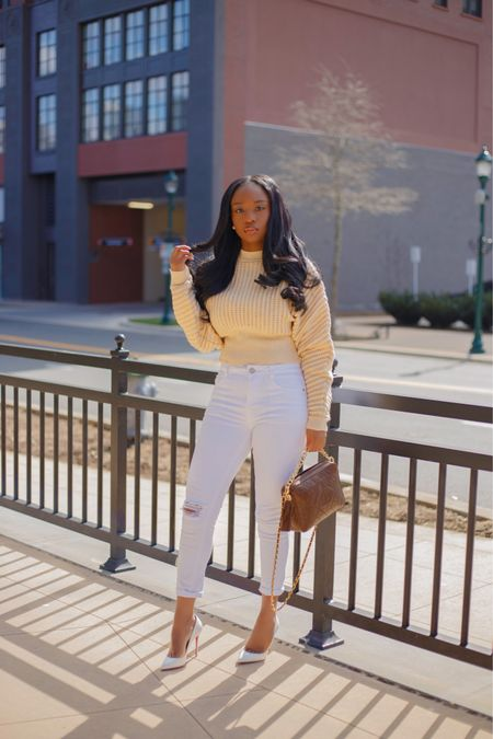 Today's nippy weather calls for lightweight knit 🧶  Shop entire look with the @liketoknow.it app . .  #liketkit #ootd #ImWearingRI #neutrals #blogger # #LTKfit #dmvblogger http://liketk.it/3d30c