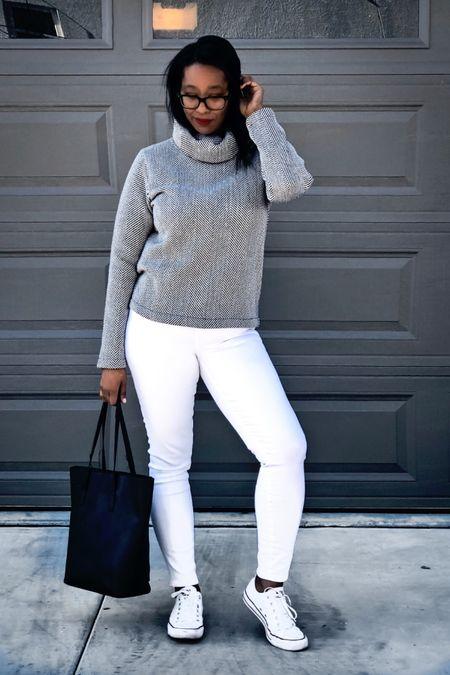 Who else 💕's sweater weather?  _ You can instantly shop my looks by following me on the LIKEtoKNOW.it shopping app   http://liketk.it/2HYwX  _  #LTKholidaystyle #LTKcurves #LTKsalealert #ltkunder100 #ltkunder50 @liketoknow.it #liketkit