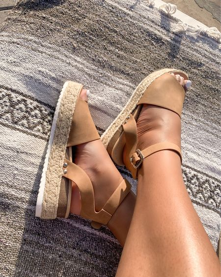 Have a hard time finding a sandal that will go with nearly everything? Well this one is a style multi-tasker and an Amazon find! I've been wearing these non-stop while in Scottsdale. Besides versatile, they're easy to walk in, comfortable and has a good fit.  For me I was able to size down based on reviews suggested.   Did I also mention that these shoes are under $40?! Tell me if you will be grabbing these to wear before true Fall temps kick in!   #LTKtravel #LTKshoecrush #LTKunder50