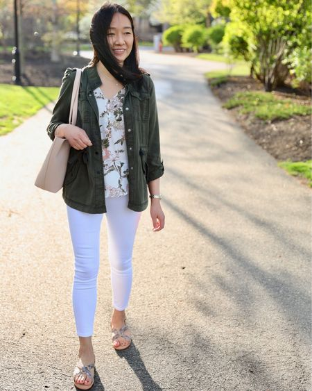 #TGIF! 🙌🏻 Did you catch this look in yesterday's post on www.whatjesswore.com? This petal sleeve top comes in other colors and prints and it's such an easy throw on top. I didn't even have to undo the buttons to put it on. lol @liketoknow.it http://liketk.it/2BJZh #liketkit #LTKsalealert #LTKshoecrush #LTKspring #LTKitbag #LTKstyletip #LTKunder50 #LTKunder100 #loveloft #LTKworkwear