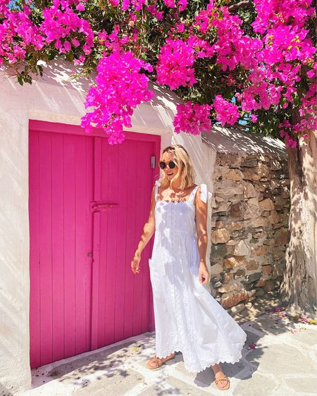 My travel guide for Paros, Greece is now live on amylittleson.com! It's in my top 5 favorite islands I've ever visited 😱 Here's a peek at what you'll find in post, along with a ton more…   STAY: @saintandrearesort— so lovely & right outside our favorite town on the island, Naoussa 🛎   PLAY: walk through Aliki, shop throughout Naoussa (photos by Linardo's!), & lounge by the pool 🛍  EAT: @saintandrearesort's room service dips & Glafkos Taverna for fresh seafood & a glass of wine by the sea 🌊
