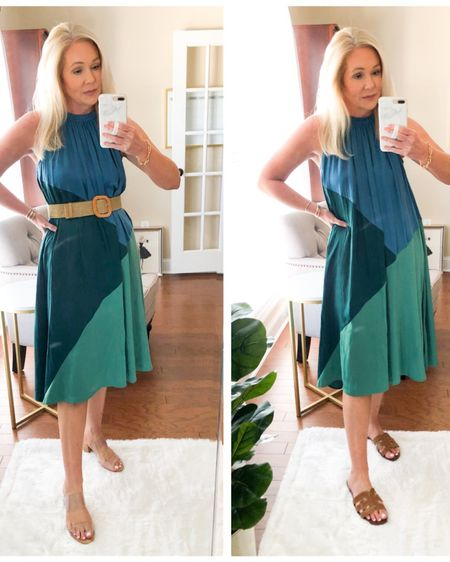 """One dress two ways - casual or dressy? When you walk out and your Husband says """"oh that's nice!"""" You know it's a good one. 😉💁🏼♀️ Such pretty colors on this one. For me personally I prefer it with a belt. Wearing an XS. Shop by following me in the @liketoknow.it app or link in my bio. http://liketk.it/3fTx2 #liketkit #LTKsalealert #LTKstyletip"""