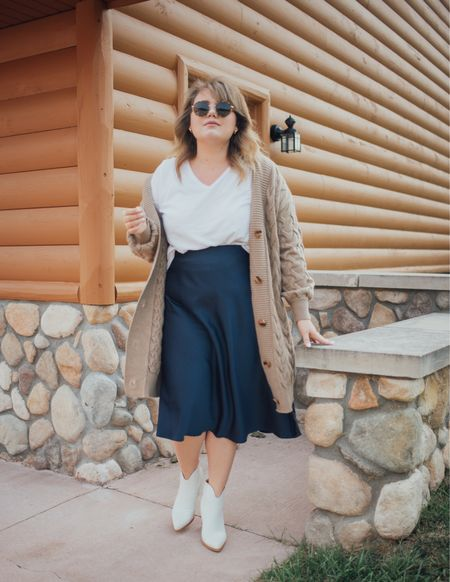 Fall outfit that is perfect for those cool in the morning warm in the afternoon kind of days!   #LTKunder100 #LTKcurves #LTKstyletip