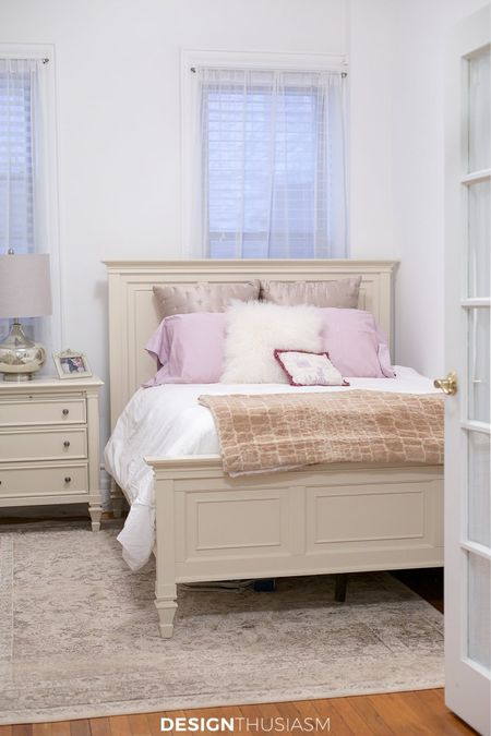 http://liketk.it/3hyZ9 #liketkit @liketoknow.it #LTKfamily #LTKhome #LTKstyletip tips for decorating a small bedroom with elegance!