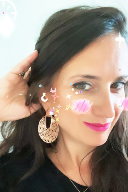 My new earrings from Kendra Scott are so beautiful 😍😍😍 http://liketk.it/3jDhe #liketkit @liketoknow.it #LTKstyletip #LTKunder50 #LTKunder100 Shop your screenshot of this pic with the LIKEtoKNOW.it shopping app Shop my daily looks by following me on the LIKEtoKNOW.it shopping app Download the LIKEtoKNOW.it shopping app to shop this pic via screenshot You can instantly shop my looks by following me on the LIKEtoKNOW.it shopping app You can instantly shop all of my looks by following me on the LIKEtoKNOW.it shopping app Follow me on the LIKEtoKNOW.it shopping app to get the product details for this look and others