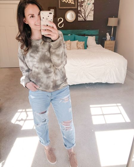 Tom girl jeans for the win! So comfy and relaxed and perfect for staying at home! http://liketk.it/2OkGo #liketkit @liketoknow.it #LTKsalealert Shop my daily looks by following me on the LIKEtoKNOW.it shopping app